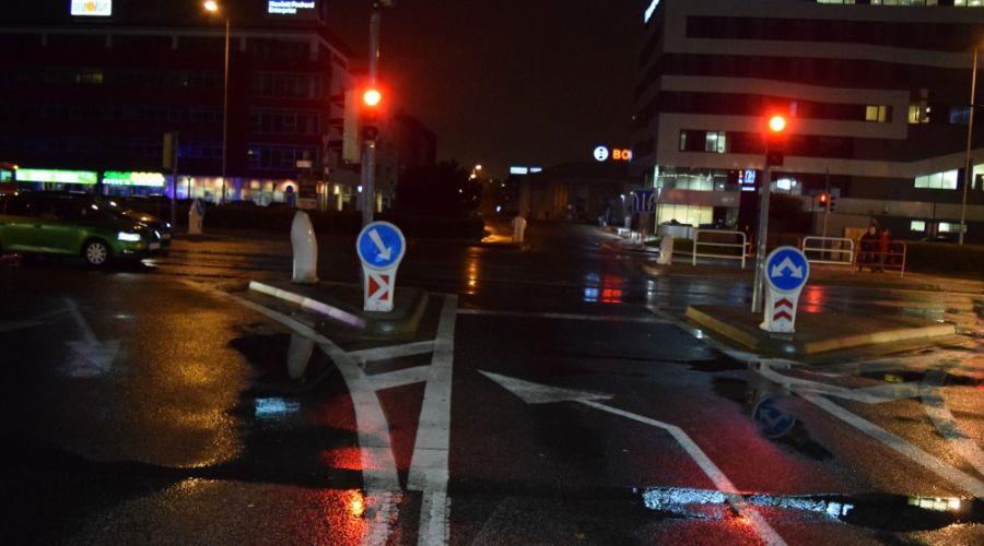 Zranenie v MHD spôsobil prechod nezodpovedného vodiča na červenú, polícia hľadá svedkov nehody, foto 1