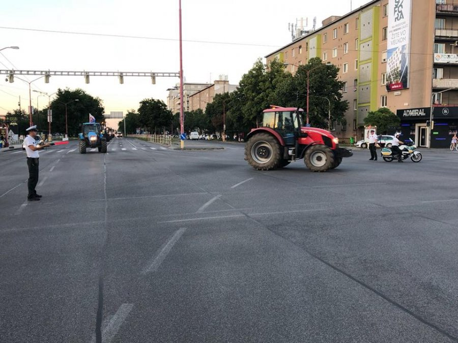 Farmári prišli do Bratislavy: polícia usmerňuje dopravu, jazdite zodpovedne, foto 3