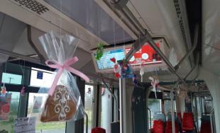 Vodič električky potešil cestujúcich počas svojich narodenín