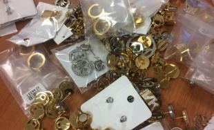 Colníci zaistili falošné šperky a bižutériu za približne 700-tisíc eur
