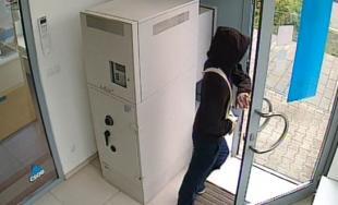 Páchateľ sa pokúsil vylúpiť banku, polícia po ňom pátra