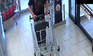 Muž v obchode zaútočil na zamestnanca SBS, polícia po ňom pátra