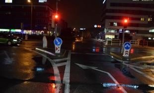 Zranenie v MHD spôsobil prechod nezodpovedného vodiča na červenú, polícia hľadá svedkov nehody