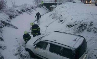 Snehová kalamita zasiahla celé Slovensko, najhoršia situácia je v Bratislavskom a Trnavskom kraji