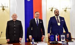 Preberanie mandátu nového župana BSK prebehlo v duchu spolupráce, pozrite sa ako to vyzeralo
