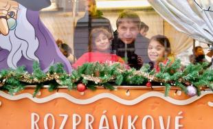 Ktorú rozprávku vám Vianočná električka v Bratislave pripomína?