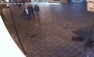 Tieto osoby zachytila kamera neďaleko miesta činu, polícia žiada verejnosť o ich identifikáciu