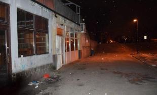 Na Stavbárskej ulici zasahovali policajti, zadržali 6 osôb v súvislosti s drogovou činnosťou