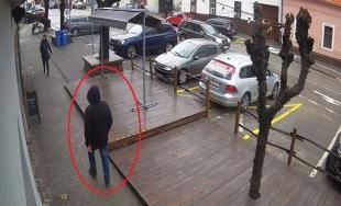 Polícia žiada verejnosť o pomoc pri pátraní po neznámom mužovi v súvislosti s lúpežou v Modre