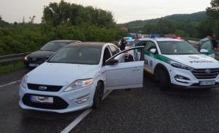 Policajná naháňačka s vodičom podozrivým z krádeže sa nezaobišla bez streľby