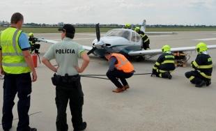 Záchranné zložky zasahovali na bratislavskom letisku, havarovalo tu malé súkromné lietadlo
